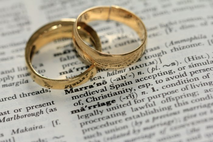 Pros and Cons of Getting Married at 21